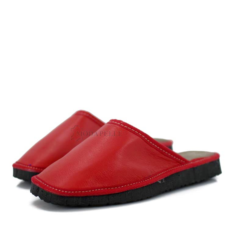 δερμάτινες παντόφλες κλειστές σε κόκκινο χρώμα
